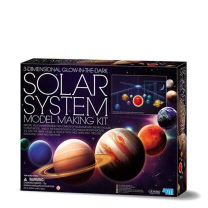 Pimedas helendav 3D päikesesüsteemi mudel